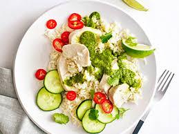 ES5. Steamed chicken salad with ginger rice