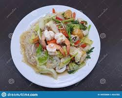 ES8. Mixed seafood salad with vermicelli