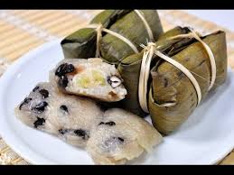 D11. Sweet sticky rice cakes with banana and black beans