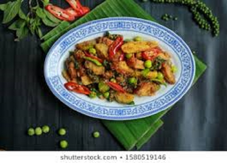 SF01. Red curry Pad Ped stir fry