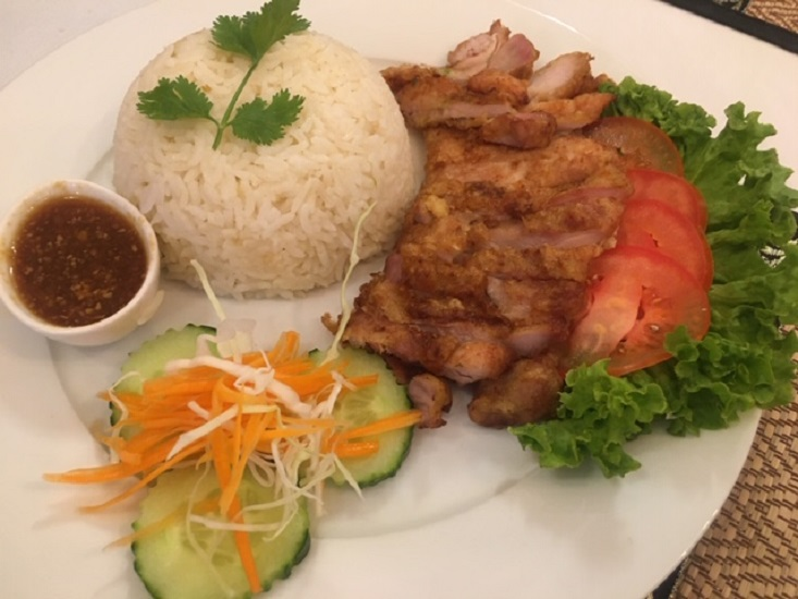 ES4. Deep fried chicken salad with ginger rice